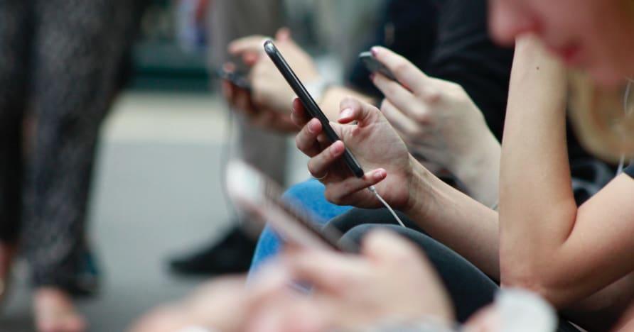 게임용 휴대폰 배터리 수명을 개선하는 방법