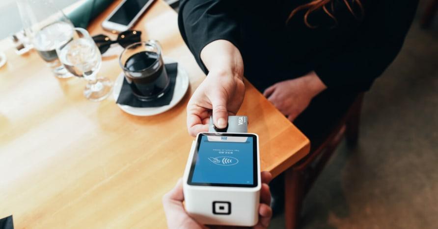 모바일 결제 기술 및 이동할 수있는 지불의 장점
